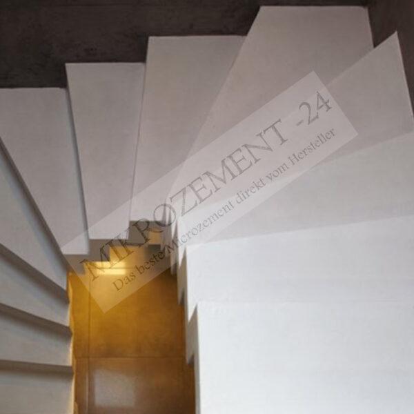 Mikrozement_weiß auf treppe F-Floor GORAL